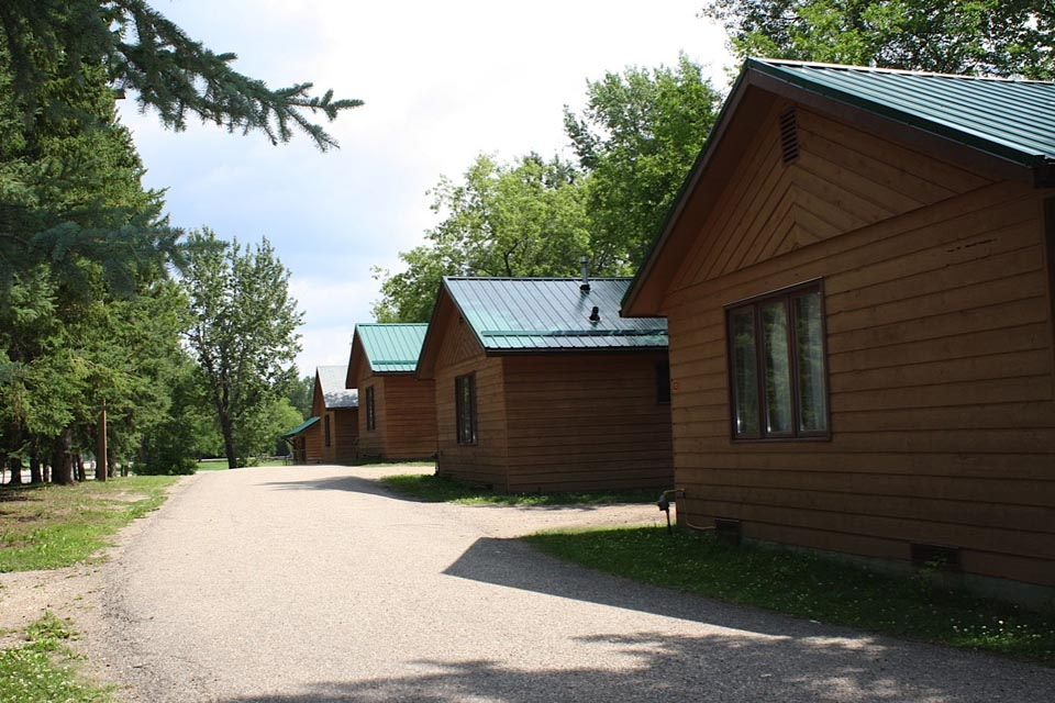 lake the lakes easy retreat on cabins rentals log weekend artesian cabin big at